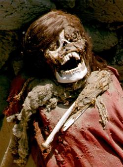 mumie s nordickými rysy z 3. století z pohřebiště Chauchilla v Peru; zdroj: en.wikipedia.org/wiki/Chauchilla_Cemetery